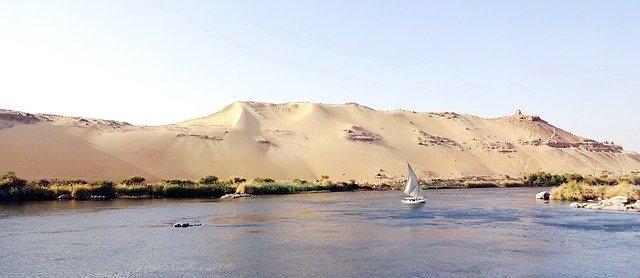 Drifting Down De Nile
